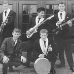 THE ROCKING HURRICANES (1962-1963) bij bioscoop 'de Ark', Boxtel vlnr: Willie Steenbakkers - Pete Koelink - Rudy Rosario - Rob Koelink - Riny Swinkels