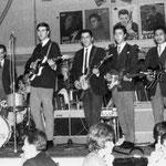 THE DESMOUNTS - Antwerpen ca. 1963 vlnr: Paul van den Berg - Steve Biesot - Frits Hempelman -  Samso Resodihardjo -John Lauterbach