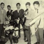 THE LUCKY STARS 1960 met rechts Carry Beer