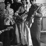 LISZY & THE GARUDA'S ca. 1965 vlnr: Liszy - ? - Otto Tinga - Nico Douwes (fotocollectie: Liszy Bos)