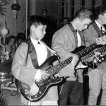 RONALD & his SHADOWS (danscentrum Cintha, Eindhoven 1965) vlnr: Frits van Eeden - Charles van Eeden - Harrie v.d. Linden - Ronald van Eeden