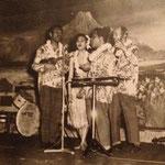 Rudi Wairata & his Hawaiian Minstrels - vlnr: Finus Wattimena, Ilse Hollard, Rudi Wairata en Charlie Kuipers