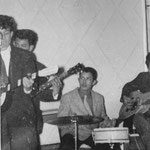 THE ROCKIN' TEENS - 1e optreden in de Graanbeurs in Breda - sept. 1957 - Arie Mosies, Henk Denkers, Ferry Beckman Lapré en Henny Breukers.