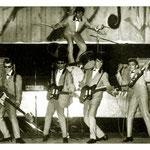 THE GOLDEN JAGUARS 1963 - vlnr: Rob Meesters, Peter Tönjes, Peter Hulscher, Nino van der Sluys en boven drummer Peter Axt