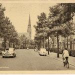 Breda, Baronielaan (ca. 1955). Foto van voorste deel richting de H. Hartkerk, pension Smolders stond in het 2e stuk van de Baronielaan richting het Mastbos op no. 262