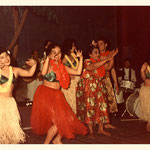 The Four Tielman Brothers met Mike Anoi & his Royal Hawaiians - Moors Paleis (grote koepelzaal) Haagse dierentuin - 1 november 1958  [foto: Sam Patty]