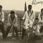 RONNY & his JAVELINS 1961 bij  2e duinovergang Vlissingen vlnr: Boet Saija - Eugene Lambertus - Turry Thurnim - Ronny Flohr - Ronnie Jongbloeds