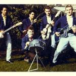 THE CHEETAHS ca. 1961 - vlnr: Rudy Hermsen (gitaar/bas), Jannes Peters (solo), Jan Diekman (drums), Appie Roelofs (slag) en Les Wolters (slag)