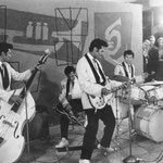 "The Four Tielman Brothers - opname in filmstudio in Hamburg (feb. 1960) voor film ""Mit 17 Weint Man Nicht""  (let op Reggy's arm in mitella!)"