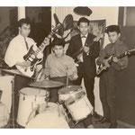 The Dynamics (Almelo 1963) L-R: Frank Provoost (gitaar), Ferry Uspessy (gitaar), Eric Pattiwael (bas) en Bert Remie (drums)