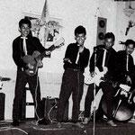 THE BLACK DIAMONDS 1959 vlnr: Dicky Siaila - Loeky van Gessel - Benny van Gessel - Jimmy Grünberg - W. de Wilde - Eric van Gessel
