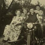 Duttweiler Frauen auf Geinsheimer Motorrädern 1954