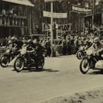 Seitenwagenrennen bis 600 ccm auf altem Hockenheimkurs; Böhm-Fuchs auf NSU im Vordergrund