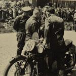 Motorradrennen auf altem Hockenheimkurs im Mai 1950 mit Heiner Fleischmann