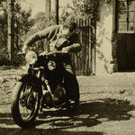 Günter Stadler mit Motorrad NSU