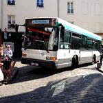 Dieser Bus karrt die Touristen auf den Montmartre