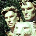Siegfried und Roy mit dem weißen Tiger