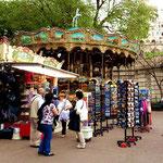 Ringelspiel am Fuße des Montmartre