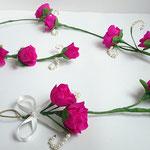 guirlande de mini-roses en papier ornées de perles nacrées