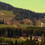 ....oben angelangt hat man einen schönen Blick nach St. Jakob im Walde.