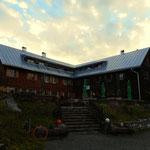 Tag 2 - Der Nebel hat sich ein wenig gelichtet, so konnte ich die Hütte auch photographisch festhalten.
