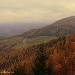 ....Raasberg (rechts) und der Weg aus dem Buchwald über das Feld welchen ich heute früh heraufgewandert bin (links)....