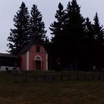 ....frisch war es auf der Wildwiese. Die Kerze wurde erneuert und eine kleine Morgenandacht wurde abgehalten.....
