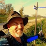 ...hier geht der Weg nach rechts, nach Groß Enzersdorf und geradeaus nach Wien....