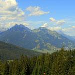 ein Blick nach Lermoos und den Grubigstein (2233 m)