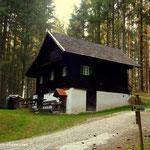 """hier ein idyllischer Platz im Wald, kurz vor dem """"Tarbauer"""", nun bin ich wieder am Weg 7 angelangt...."""