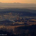 ....nach Pichelsdorf, mit dem markanten Kirchturm.