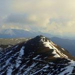 der Aufstiegsweg und der Seespitz (2066 m)