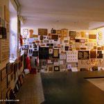 ...es ist schwer hier zu stehen und sich die Bilder und Namen der Menschen die hier ermordet wurden anzusehen....