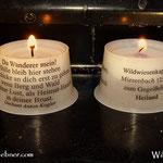....die Kerzen in der Kapelle mit einem schönen Spruch und mit Info zur Kapelle und Wildwiese, perfekt...