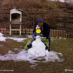 17.02.2021 - Luis hat seine Ausfahrt am Schneetraktor wahrlich genossen. Das Leben ist schön.
