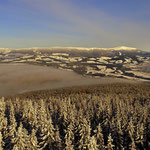 ...die kleine Nebeldecke liegt vom Toten Mann über den Schneeberger Himmel bis hin zum Krauserschöckl.....