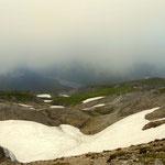ein Tiefblick zum Giglachsee, ein Teil des Aufstiegweges ist erkennbar