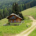 schöne Hütte auf der Gstattermoaralm