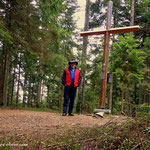 ...dem Zeiseleck (1078 m), ein kleiner aber feiner Gipfelbereich, eine kurze Pause und am Weg 15 wandere ich hinunter Richtung Miesenbach....
