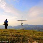 ...am Gipfel angelangt, ein schönes PLatzerl. Das Panorama ein wenig eingeschränkt, aber trotzdem okay....