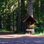 ein schönes Wegkreuz, kurz vor der Rechberg Passhöhe....