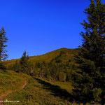 ...kurz darauf erreicht man die Hochfläche, der erste Blick zum Gipfel....