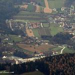 ....ein Tiefblick nach Baierdorf, Anger liegt verdeckt vor dem Wald...