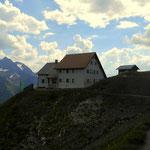 nach einem langen Tag an meinem Etappenziel auf der Ansbacher Hütte (2376 m) angekommen.