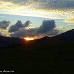 ....ein Blick in den Sonnenaufgang, welcher sich über der Sommeralm zeigt....
