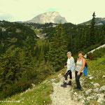 im Hintergrund der Brandstein, Bärenbodenhütte und meine beiden Wanderbegleiter