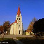 ....am Gemeindeamt den Stempel für meinen Wanderführer abgeholt, am Kirchplatz eine kurze Pause gemacht und die Jause genossen....