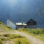 die Anhalter Hütte (2038 m), mein Plan hier zu übernachten unlogisch, ist noch nicht einmal Mittag, daher entschieden weiter zu gehen bis zur Hanauer Hütte