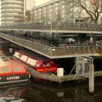 Fahrradparkplatz am Bahnhof in Amsterdam