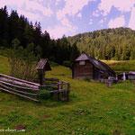 ....nach der Pause geht es wieder hinunter nach Wald am Schoberpass, ein letzter Blick zur Schwarzbeeralm...